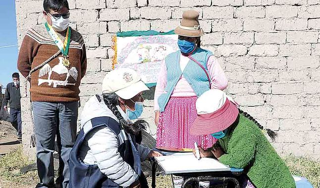 Photo of Universitarios enseñan a escolares de Corani a manejar aplicaciones y equipos informáticos