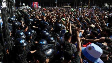 Photo of Extrema tensión en Buenos Aires: testifican disparos y fuertes choques con la Policía en medio del velatorio por Maradona