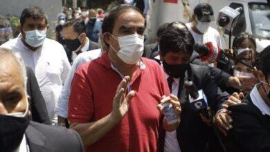 Photo of Elecciones 2021: Yonhy Lescano, el candidato que perdió la cabeza.