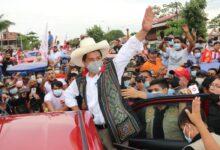 Photo of Pedro Castillo Firmó durante mitin en Iquitos 'Juramento por la Democracia'