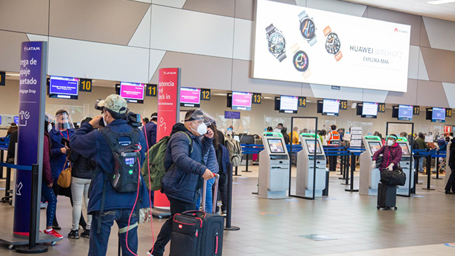 Photo of Empleados de Migraciones del aeropuerto traficarían con datos de políticos