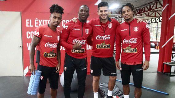 Photo of Deportes: La Selección Peruana entrenó con todos los convocados Ricardo Gareca trabajó con los 30 convocados y armará el once titular para el duelo ante Chile.